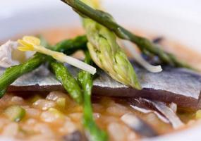 Arroz de sardinas, espárragos y levadura