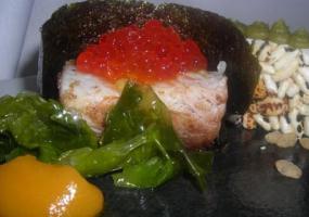 Ikura de pargo con crema de jengibre y zanahoria