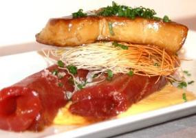 Lomo de atún marinado con maíz dulce y foie